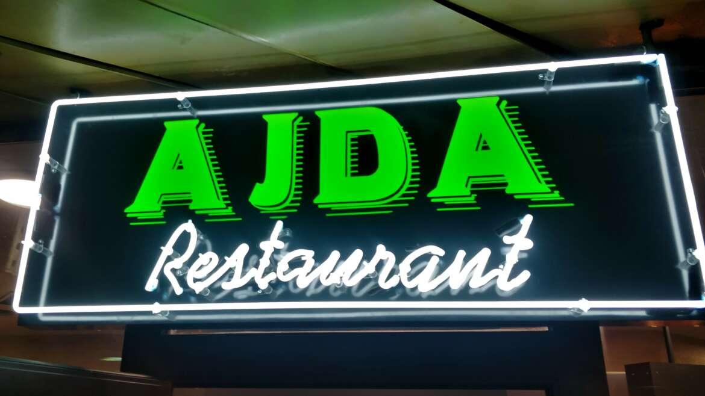 Ajda – svetlobna tabla in neon napis