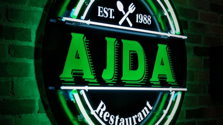 Ajda – svetlobna tabla in neon