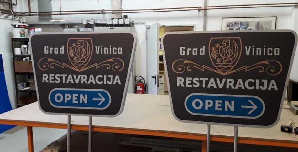 Grad Vinica – usmerjevalna tabla