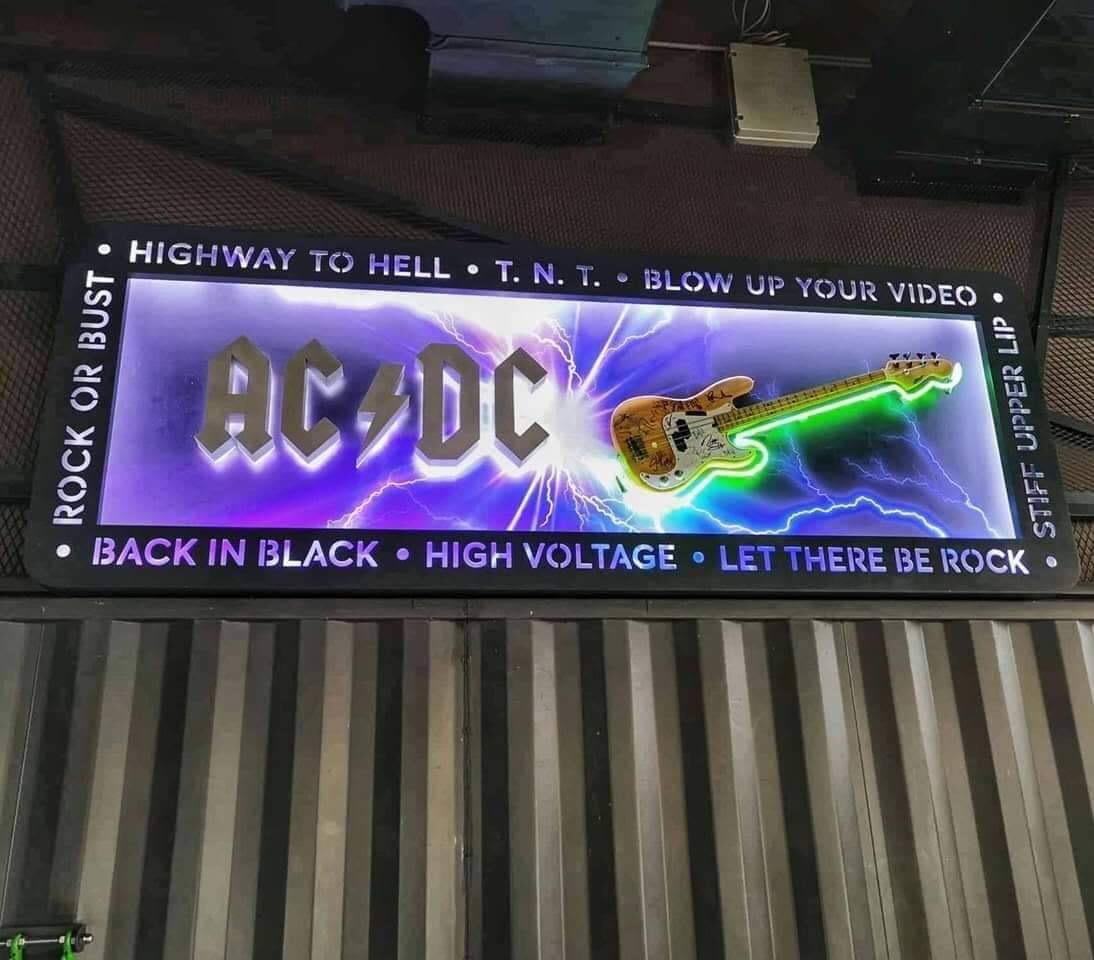 acdc_svetlobna_tabla